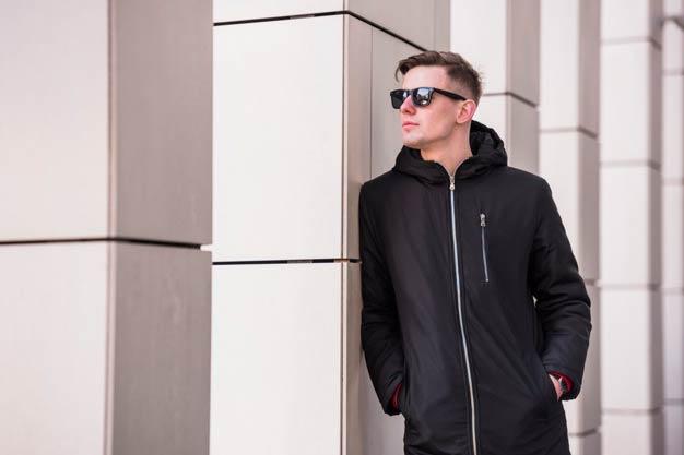 Ilustrasi Seorang Pria menggunakan jaket - Produksi Jaket Murah