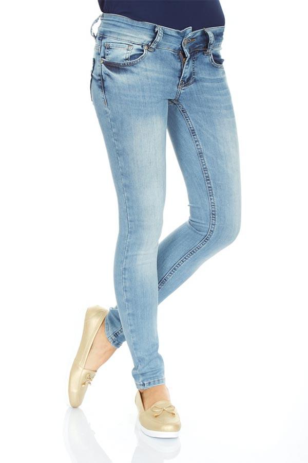 Skinny Jeans by Engin Akyurt on Unsplash