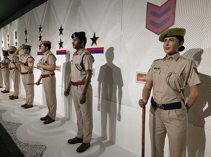 Seragam Polisi India Warna Khaki